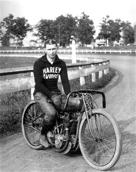 Underdog's Utterings: Harley Davidson Motorcycles (short