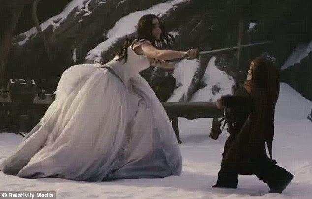Feisty: Branca de Neve não tem medo de ter as mãos sujas com um pouco de luta de espadas