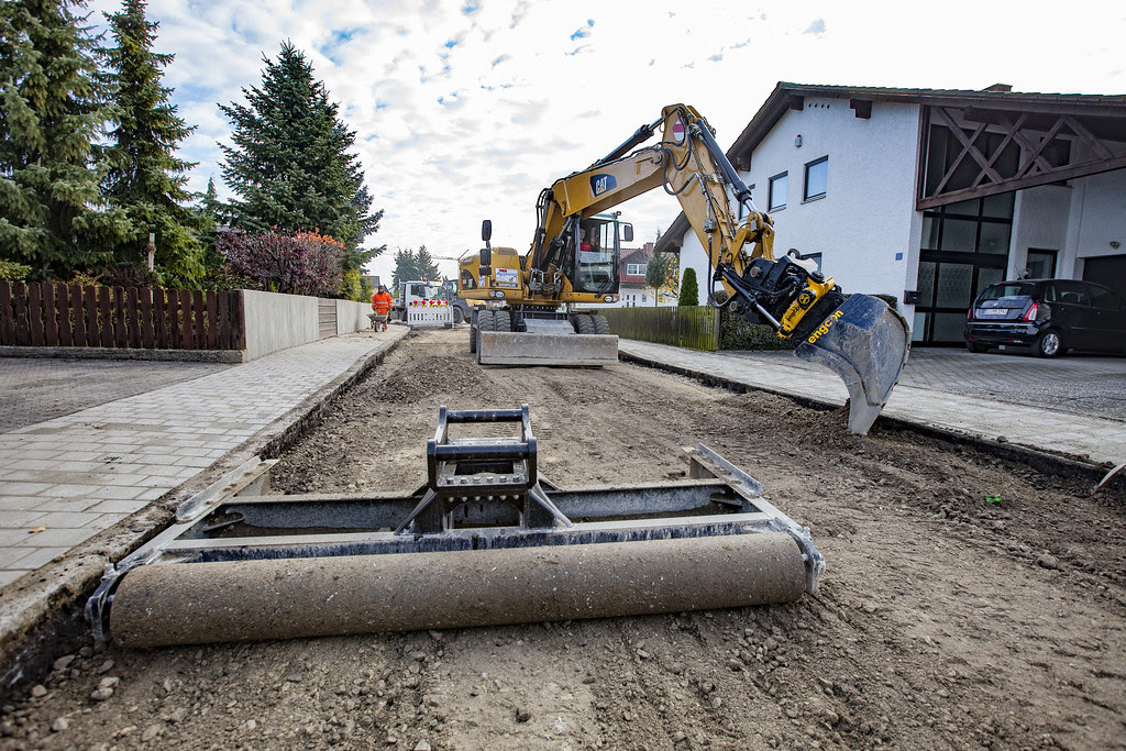 Cat M316d With Engcon Tiltrotator And Grading Beam Flickr