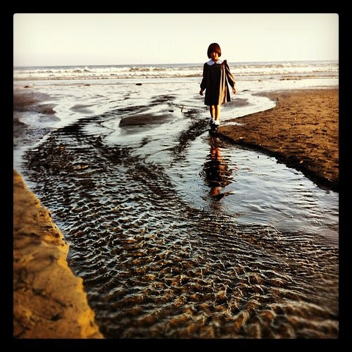 The little girl and the sea.