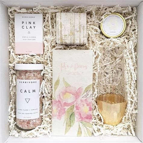 This @teakandtwine box makes for the perfect bridesmaid