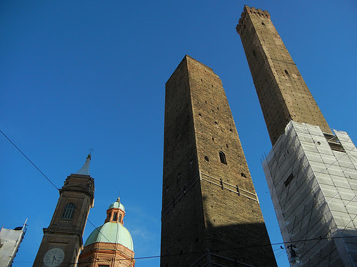 DSCN3456 _ Le due torri (Torre Garisenda, left and Torre degli Asinelli, right), Bologna, October 2012, Bologna, 16 October