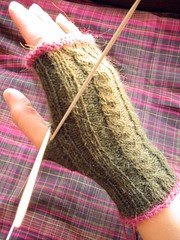 rib-and-cable mitt