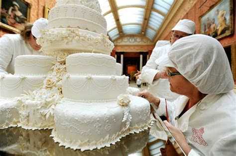 William and Kate's wedding cake made by maker Fiona Cairns