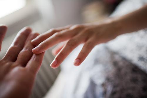 Resultado de imagem para soltando a mão