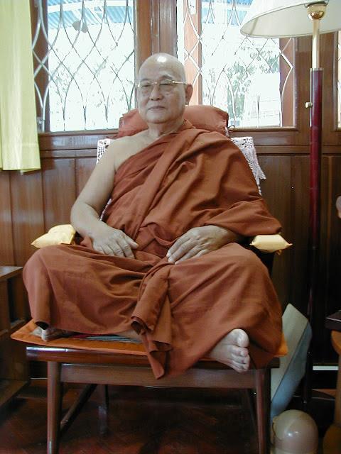 Sayadaw U Pandita in his kuti 2004