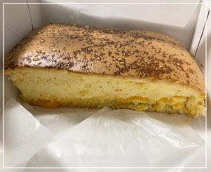 こちらはチーズ味。うーん、映え、とは……。