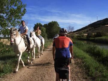 Paseo a caballo y junto al Canal de Castilla.