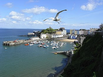 English: Tenby Harbour The classic view with a...
