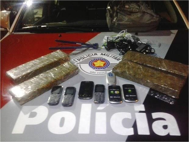 Dupla é presa após tentar infiltrar drogas em presídio de Tremembé, SP (Foto: Divulgação/Polícia Militar)