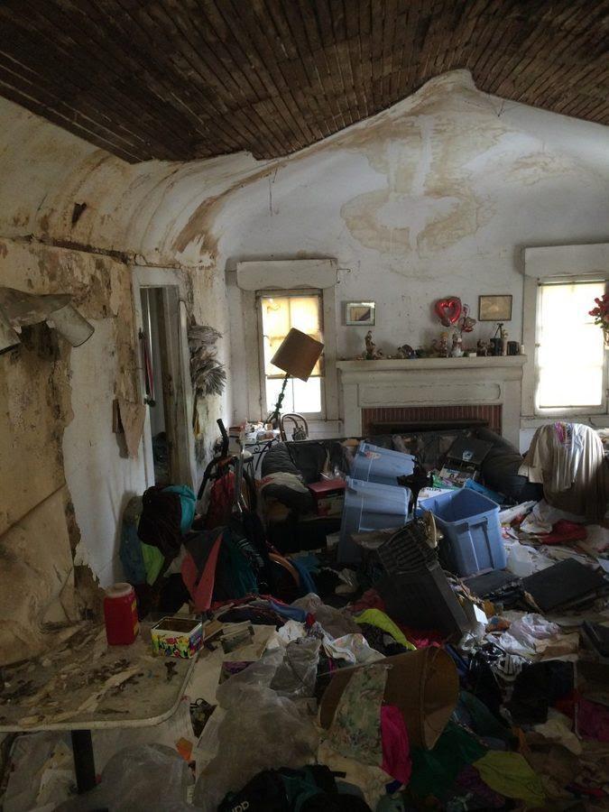 1432827950-syn-15-1432752948-garbage-house-flip-10-de