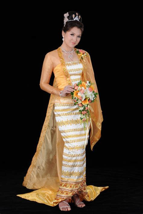 Dalal's blog: A model performs with Myanmar 39s