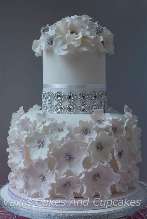 1000  ideas about Round Wedding Cakes on Pinterest