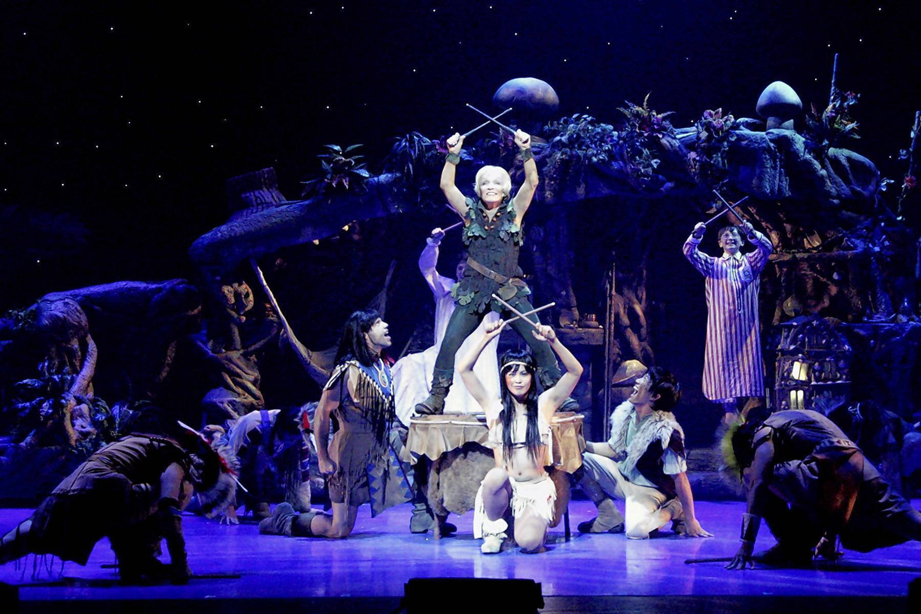how much money does a broadway actor make a year