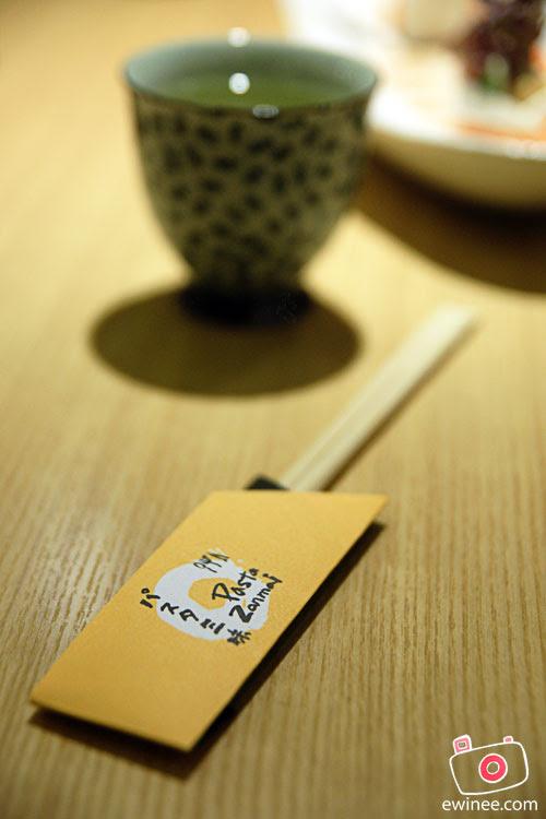 DINNER-PASTA-ZANMAI-PYRAMID-chopstick