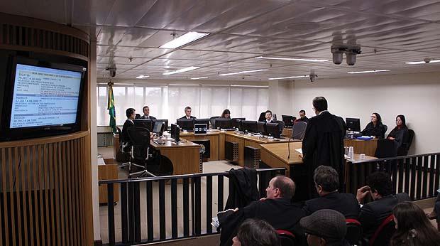 Oitava turma do TRF-4 em sessão de julgamento de recursos da operação Lava Jato