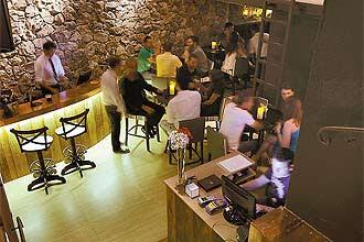 Divine Wine-Bar (foto) tem como novidade uma máquina italiana na qual o cliente insere créditos e pode se servir de cinco vinhos