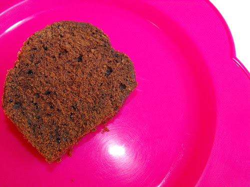 Bolo de chocolate, courgette e avelã