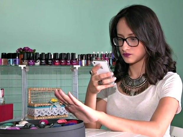Fabiana Neuburger Cardoso, de 18 anos, é apaixonada por esmaltes (Foto: Gilberto Sampaio/Arquivo pessoal)