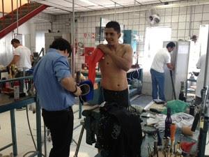 Prótese foi colocada nesta quinta-feira (18), em uma clínica de Sorocaba (SP) (Foto: Luana Eid / G1)