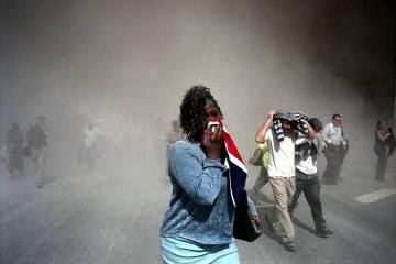 Gente utilizando su ropa como mascarilla, Nueva York, 9112001.