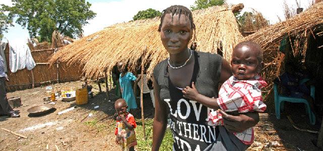 Una joven, con sus hijos. Plan. VEA MÁS FOTOS