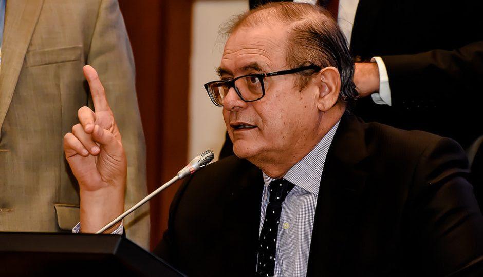 Humberto Coutinho tem até amanhã para entregar lista de servidores para a Justiça
