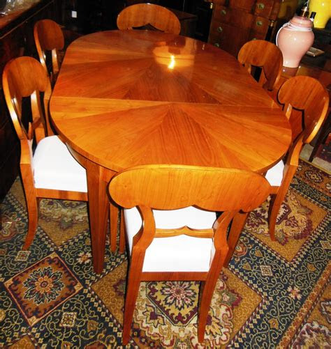 runder biedermeier stil tisch mit  einlegeplatten ovaler