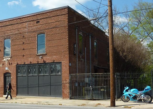 P1060158-2012-03-25-English-Avenue-Historic-Westside-Phoenix-Flies--English-Avenue--815-Hollowell-loft