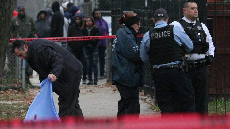 Man shot to death in West Garfield Park