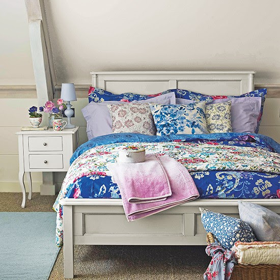 Cottage bedroom with floral fabrics | Small bedroom design ...