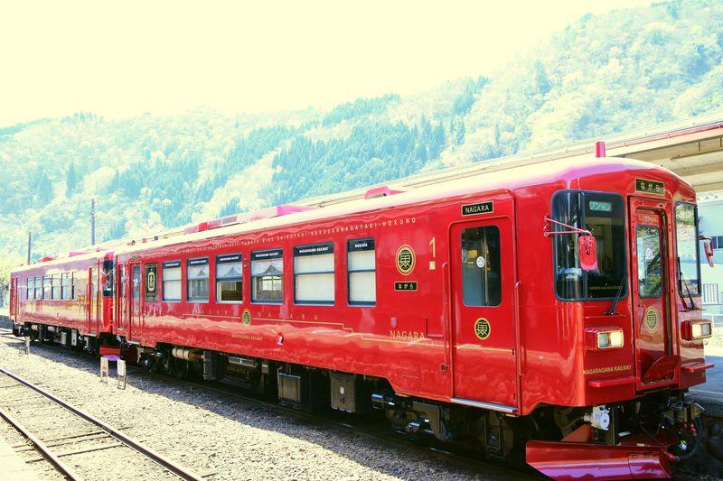 水戸岡鋭治デザイン岐阜長良川鉄道の新観光列車ながらが素敵