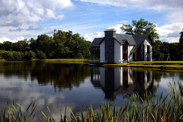 Gorgeous house by the lake » Adorable Home