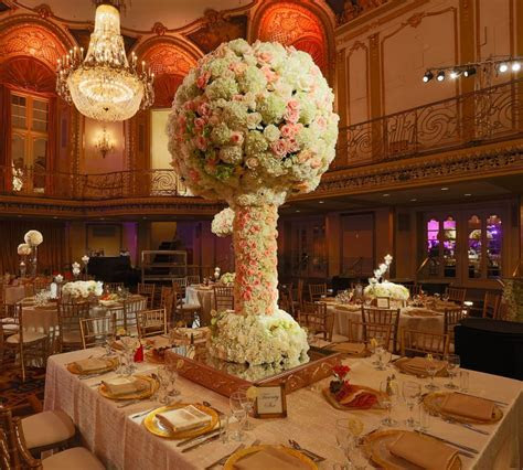 Wedding at Hilton Chicago   Wedding Flowers and Decorations