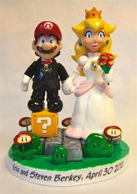 Mario & Princess Peach Cake Topper   Paul Pape Designs