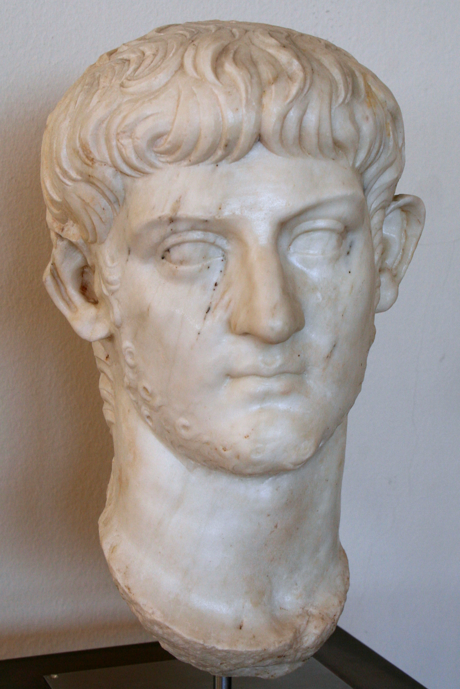http://upload.wikimedia.org/wikipedia/commons/8/85/Nero_Julius_Caesar.JPG