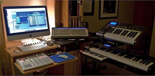 Multimedia Producers desk