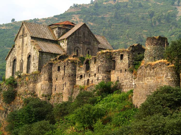 http://upload.wikimedia.org/wikipedia/commons/8/8c/Akhtala_Monastery.jpg
