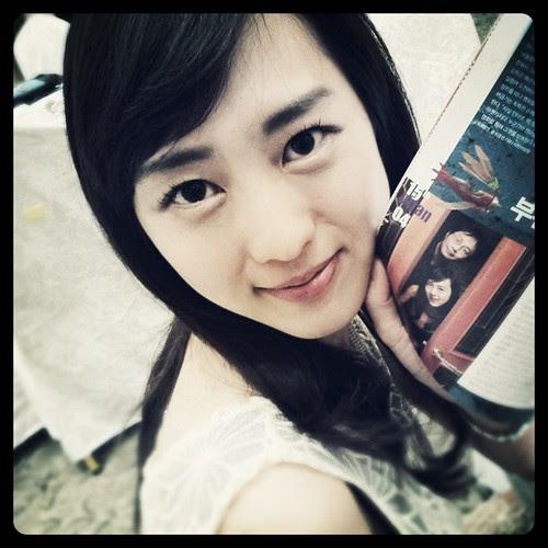 Kiki Sugino holding an article of herself #杉野希妃