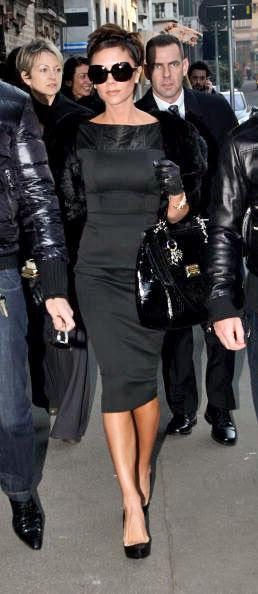 Resultado de imagem para victoria beckham de vestido preto