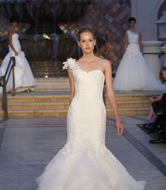 Form Fitting Wedding Gowns: Wedding Photos: Wedding Dress: Elegant, Backless, And Form