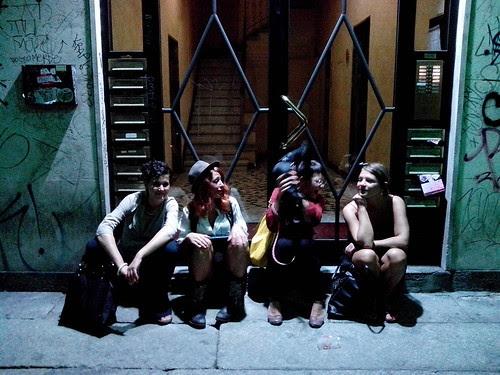 Quattro ragazze e un cane by Ylbert Durishti
