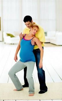 Gerakan dan posisi dalam persalinan meningkatkan kenyamanan dengan merangsang reseptor di  Pro dan Kontra dari 11 Posisi Persalinan