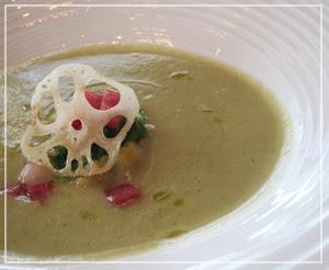 マンダリンオリエンタル東京「KSHIKI」にて、スープは蕪ベース♪