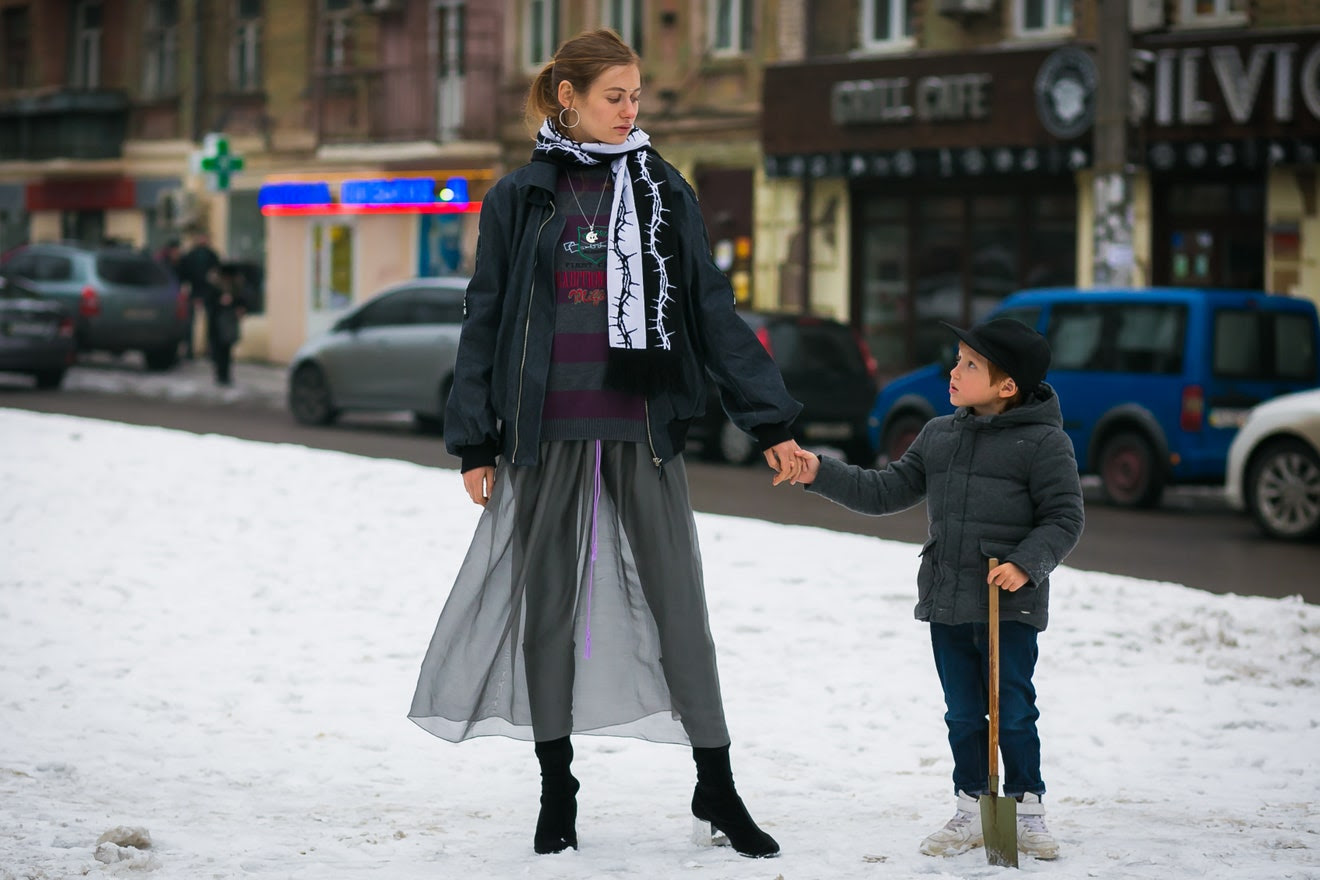 http://assets.vogue.com/photos/589a0888e5f0b1d5075f47d0/master/w_1320,c_limit/04-mommy-me-style-kiev-style-du-monde.jpg
