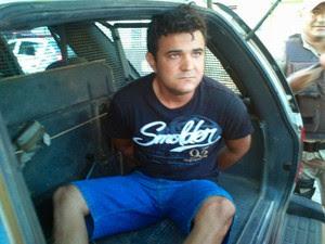 Cássio Augusto de Souza em foto quando foi preso por tráfico de drogas no RN (Foto: Damião Oliveira/G1)