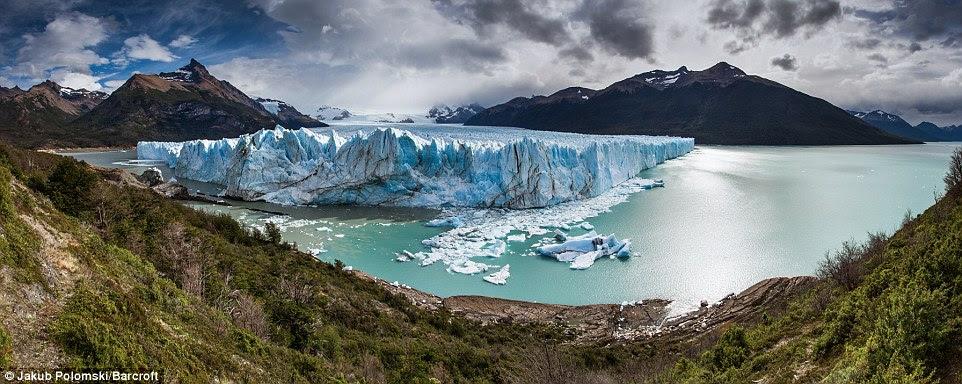 Le tranchant du glacier de mile carré 97 sur le lac de l'Argentine, qui est en croissance constante