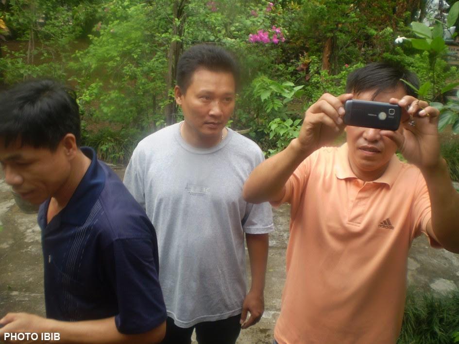 Công an thường phục chụp hình hay quây phim mọi cử động trong các chùa thuộc GHPGVNTN, Hình PTTPGQT
