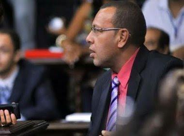 PGE nega pedido de reintegração de Prisco; defesa contesta argumento: 'falho' e 'absurdo'