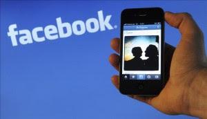 Un británico de 24 años fue acusado hoy en el Reino Unido de colgar en una página estadounidense de Facebook un mensaje en el que amenazaba con cometer una matanza. EFE/Archivo